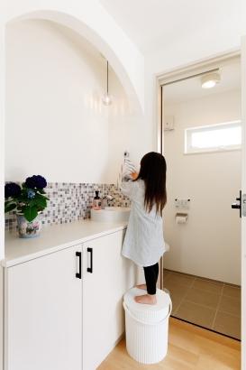 30坪 / 可愛い玄関手洗い