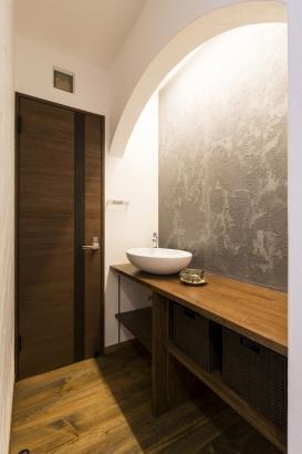 リノベーション トイレ前手洗い お気に入り 輸入ボール グレー漆喰 間接照明