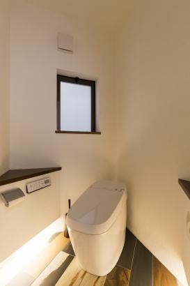 リノベーション 間接照明がおしゃれなトイレ