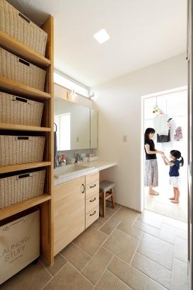 コーヨーテック 漆喰の家 洗面室 タイル