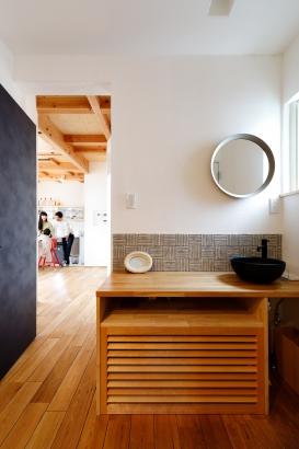 玄関 洗面台 造作 シック モダン 木製カウンター 2000万円