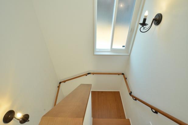 明るく開放的な階段