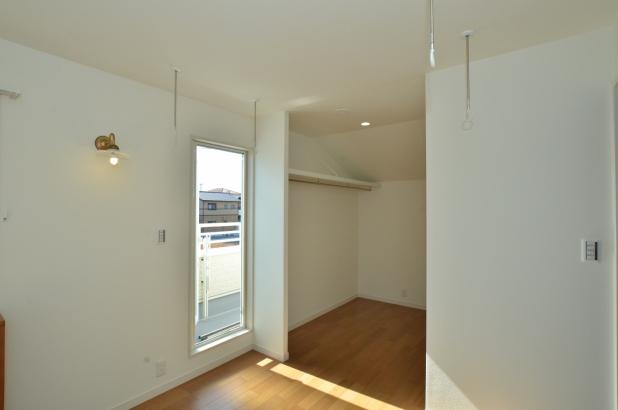 主寝室からWCLのアクセスもスムーズ 天井にはホスクリーンも4カ所完備