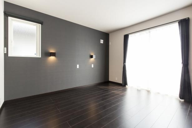 黒い主寝室