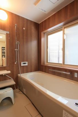 ブラインドインサッシで明るい浴室