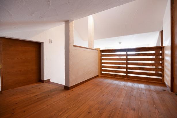 2階ロフト 壁・天井は漆喰仕上げ