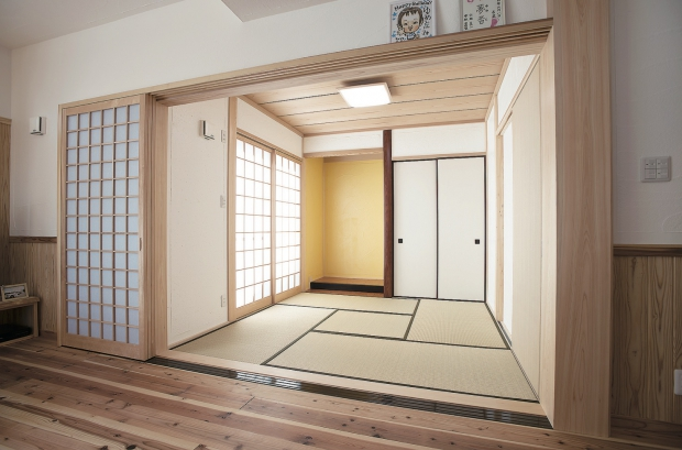 和室/漆喰壁、床の間に古色を
