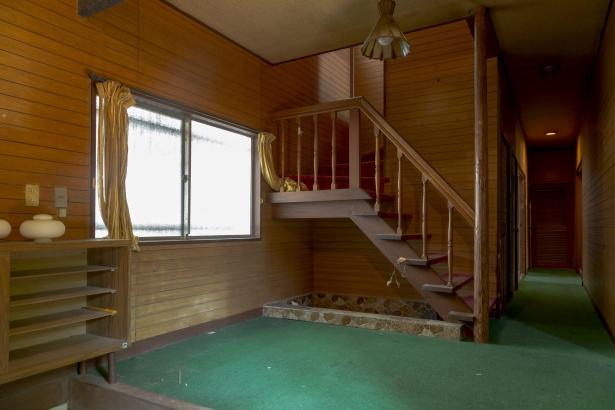 玄関 ビフォー 階段の位置はそのままです
