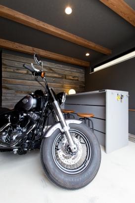 バイクも自転車も収納できるアウトサイドストッカー