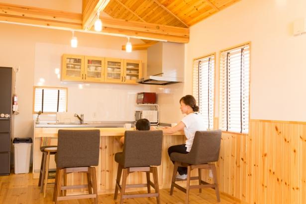 パイン無垢材の持つ優しい雰囲気が、家族の暮らしを穏やかに育みます。