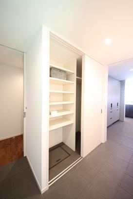 美透す家 造作洗面収納スペース