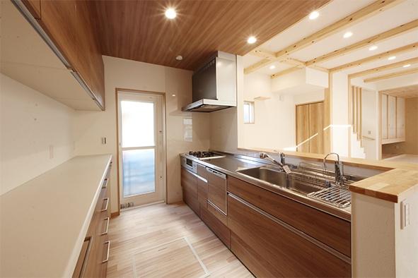 天井板張り キッチン