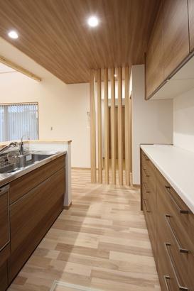 木の格子 キッチン仕切り
