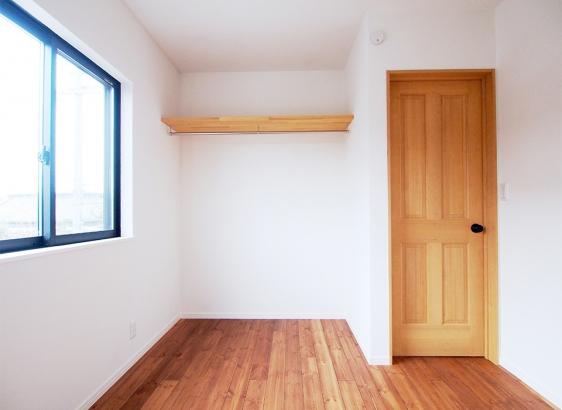 2階の子どもたちの部屋はナチュラルに仕上げました。