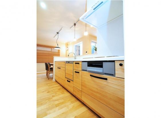 木製キッチンは奥様のこだわり。