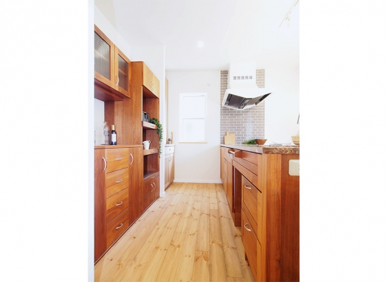 キッチンは落ち着いた味わいのある雰囲気に仕上がりました